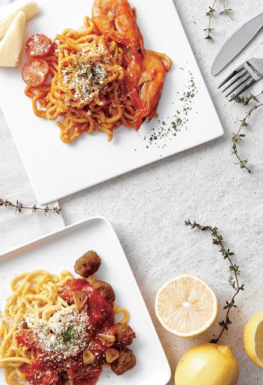 Морковная паста с томатным соусом и фрикадельками