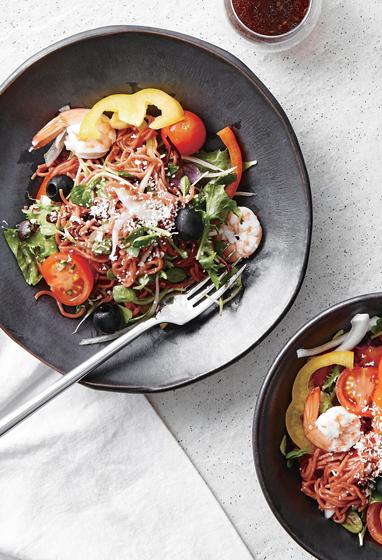 Салат с лапшой и восточным соусом