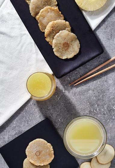 Сок из женьшеня и мини-блинчики с картофелем