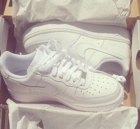 i2boeu-l-610x610-shoes-nike-white-feet-pretty.jpg